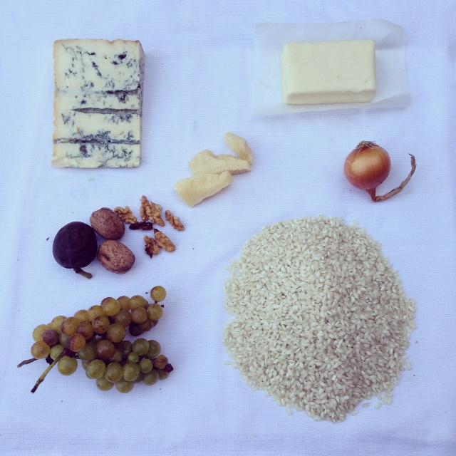 gorgonzola, uva e noci